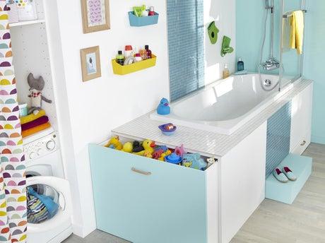 Comment r aliser un rangement baignoire astucieux - Comment installer un tablier de baignoire ...