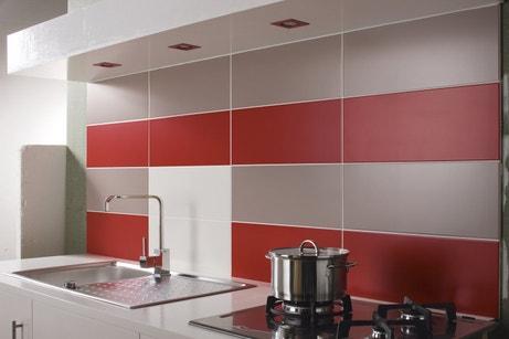 Des carrelages rouges et blancs pour la cuisine