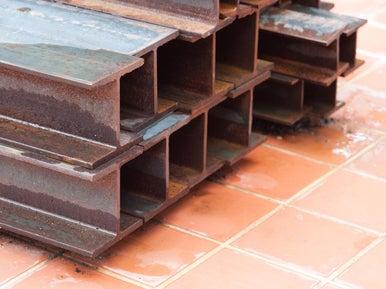 Comment poser des poutres en métal ? | Leroy Merlin