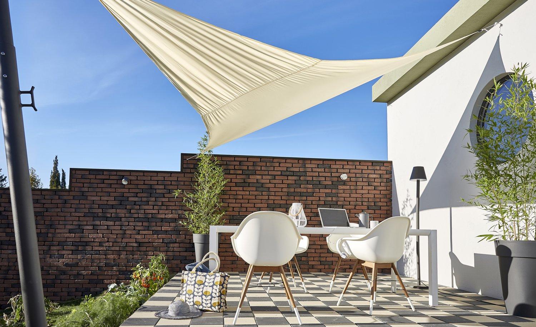 Profitez un maximum de la terrasse avec un voile d 39 ombrage cru leroy merlin - Leroy merlin voile d ombrage ...