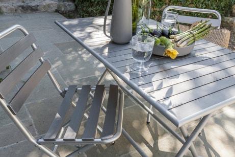 Un salon de jardin en alu, moderne et pratique