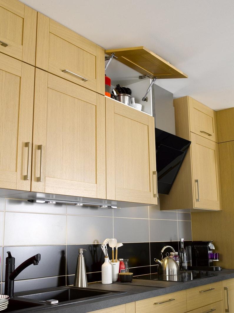 Le moindre espace est optimis avec les placards en hauteur leroy merlin for Placards cuisine