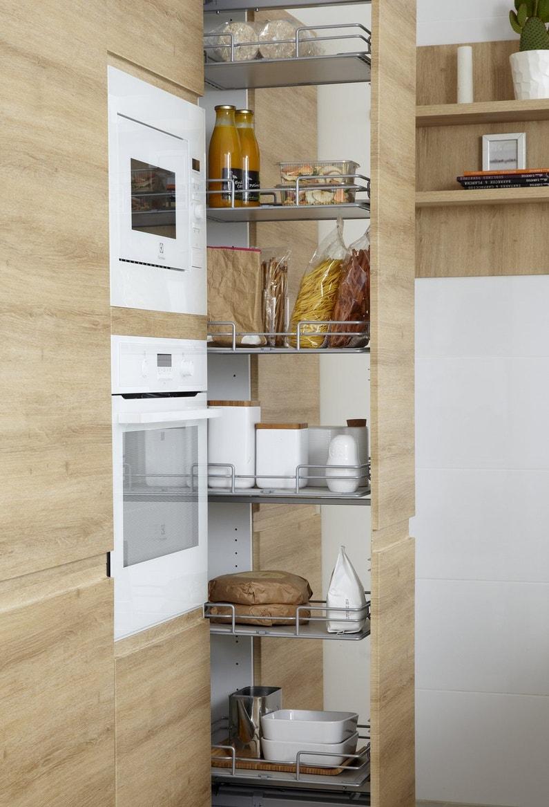Une cuisine bois fonctionnelle avec ses rangements bien for Cuisine fonctionnelle