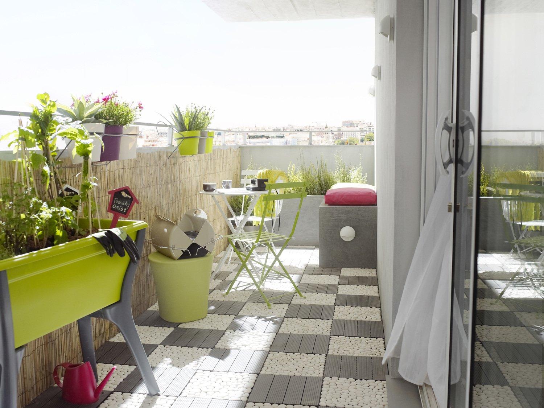 un balcon habill en dalles leroy merlin. Black Bedroom Furniture Sets. Home Design Ideas