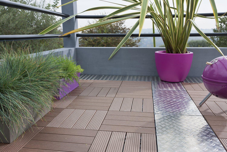 un balcon en dalles alu et bois leroy merlin. Black Bedroom Furniture Sets. Home Design Ideas
