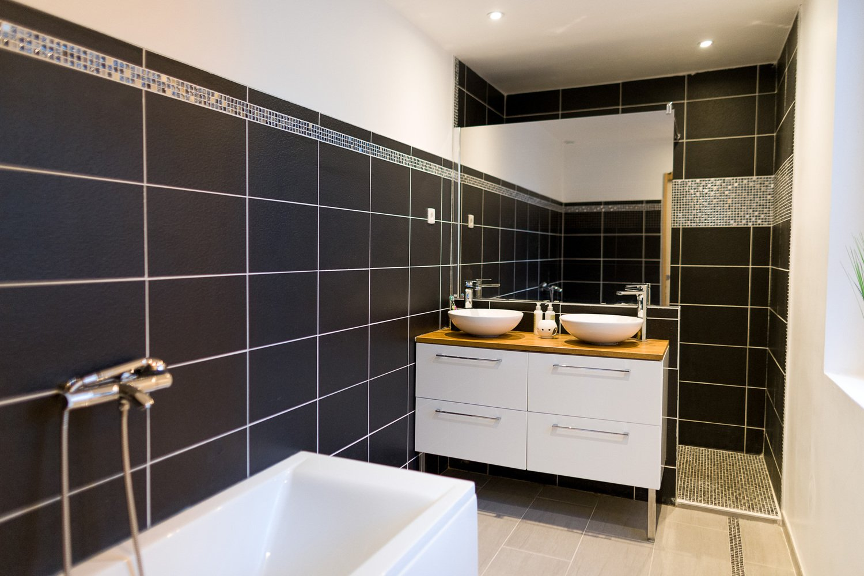 Noir et blanc dans la salle de bains chez Sofiane à ...
