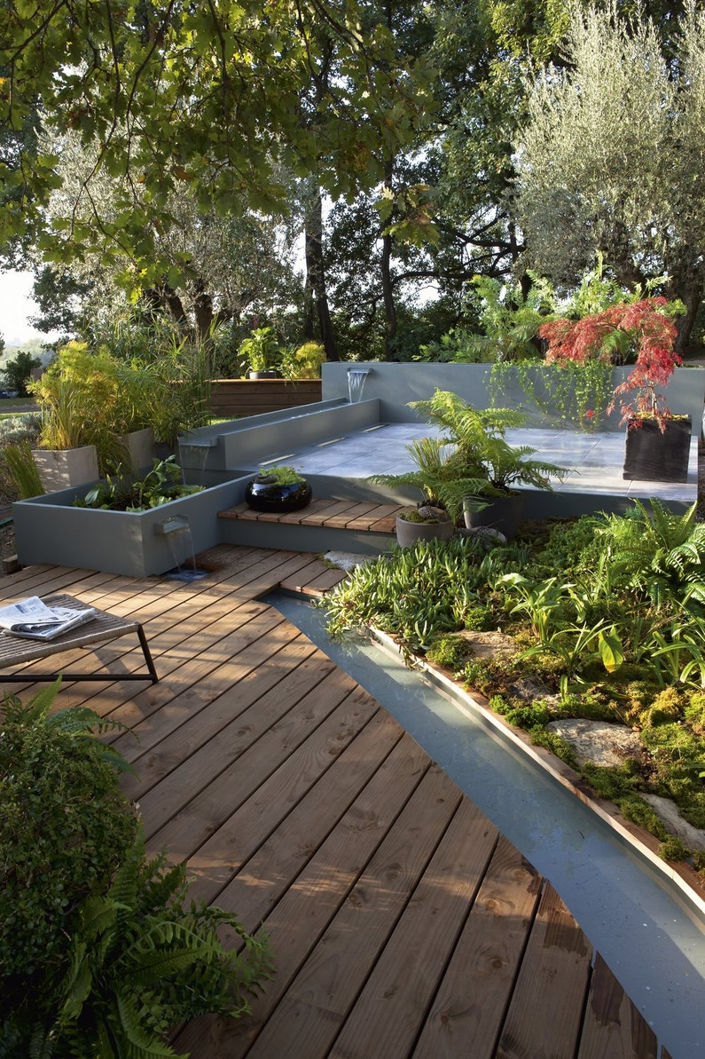 Une terrasse dans un jardin zen et calme leroy merlin for Jardin terrasse zen