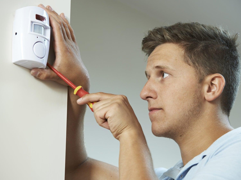 comment remplacer un interrupteur par un d tecteur de pr sence leroy merlin. Black Bedroom Furniture Sets. Home Design Ideas