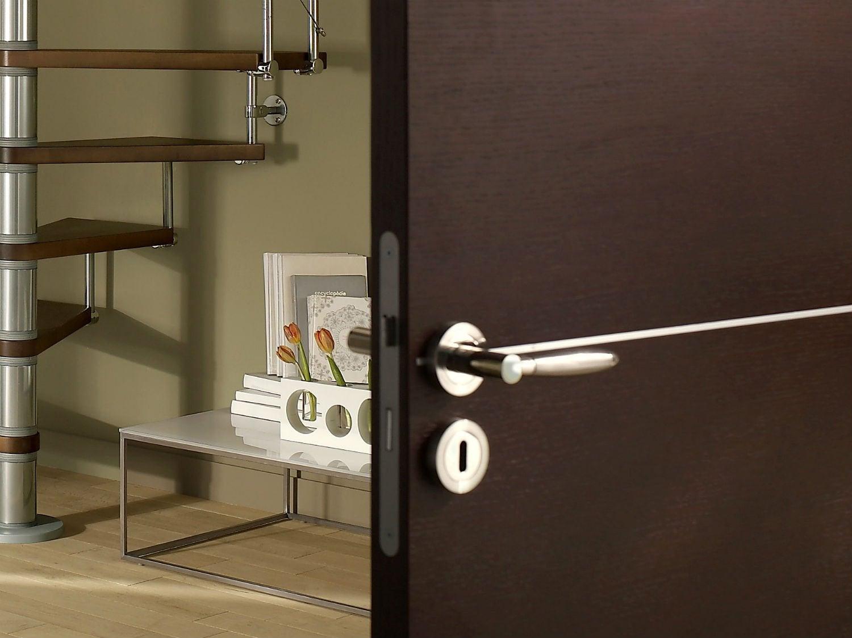 comment poser une serrure encastr e sur une porte int rieure leroy merlin. Black Bedroom Furniture Sets. Home Design Ideas