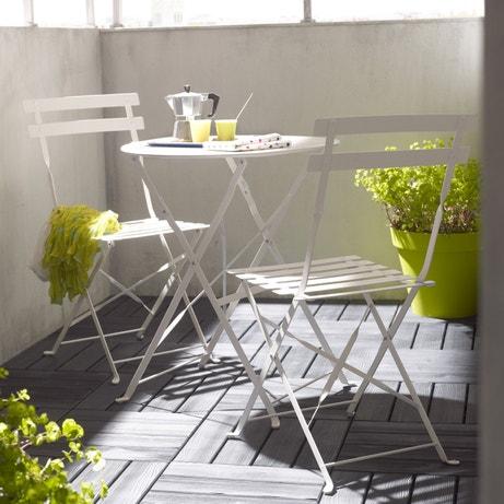 Une table de jardin ronde en acier pour votre terrasse