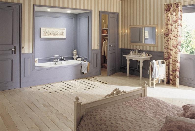 Une salle de bains avec un parquet massif | Leroy Merlin