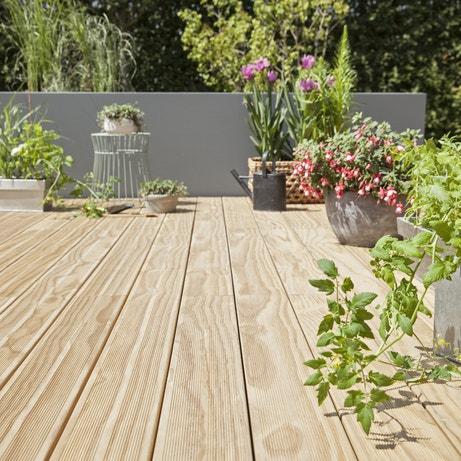 Une terrasse en planches bois pin
