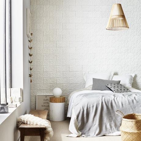 Une chambre blanche et naturelle