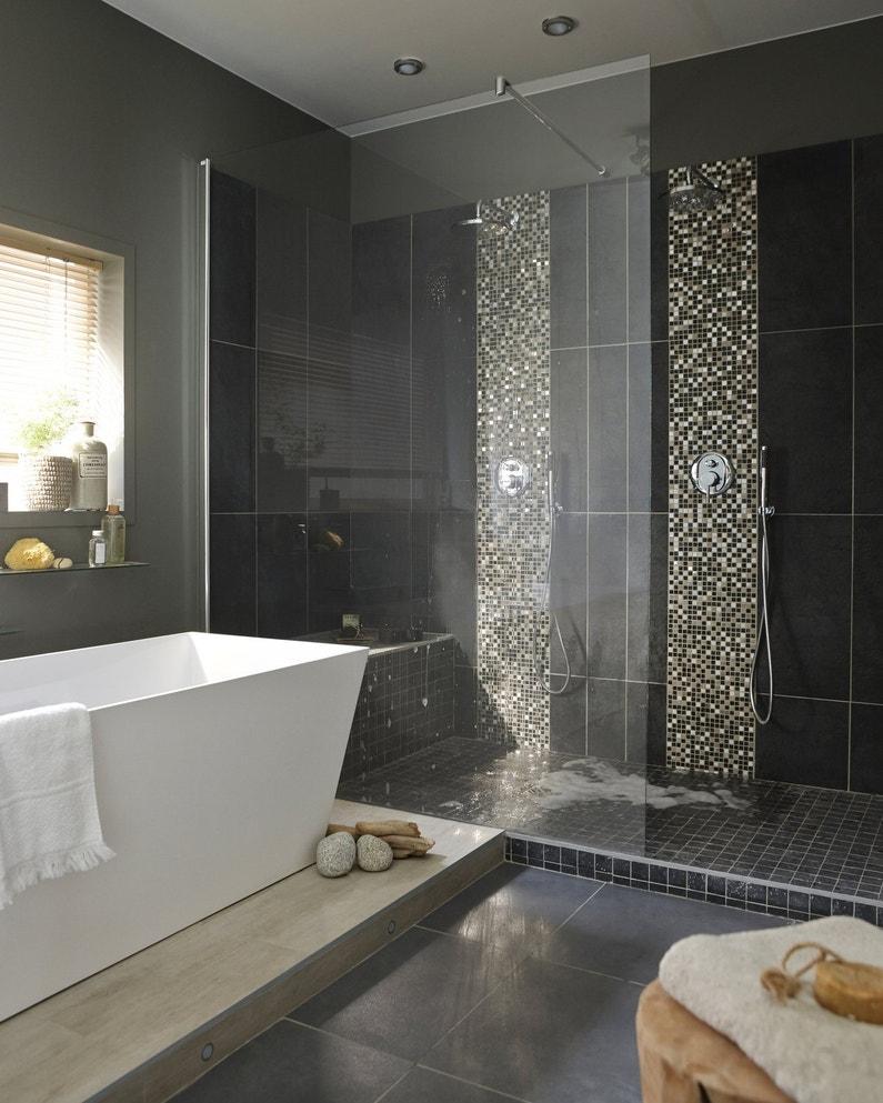 Salle de bains chic et noire leroy merlin for Salle de bain 7 5 m2