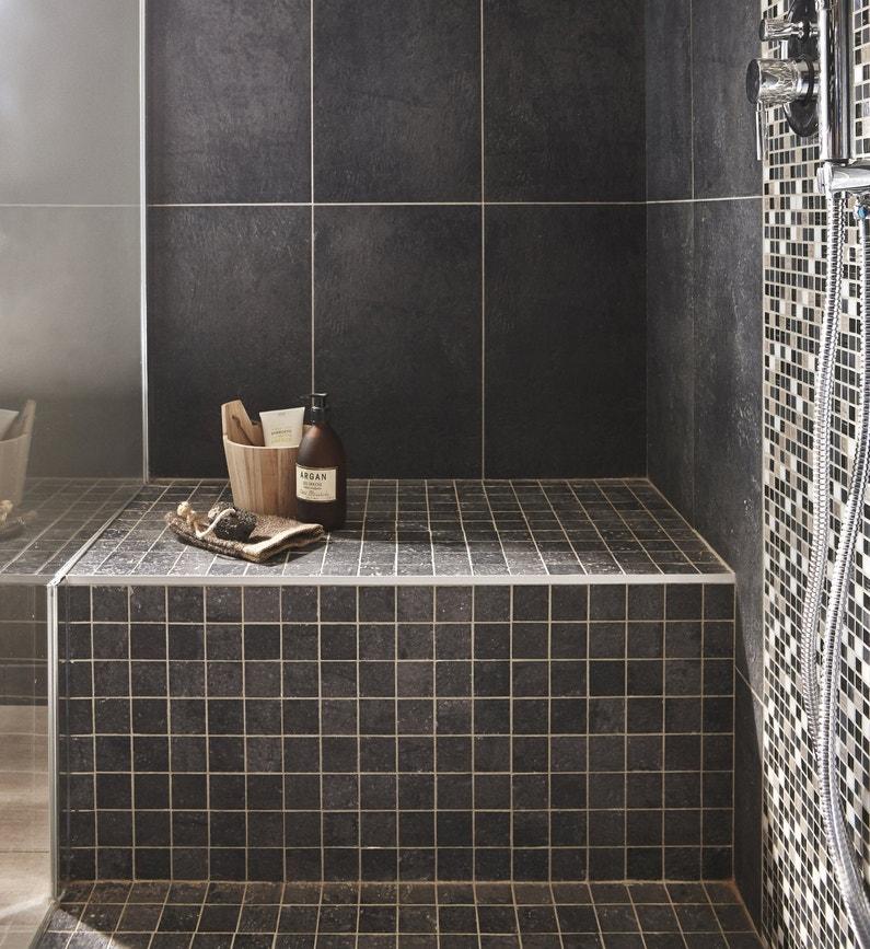 Un banc carrel dans l 39 espace douche leroy merlin for Carreler sa salle de bain