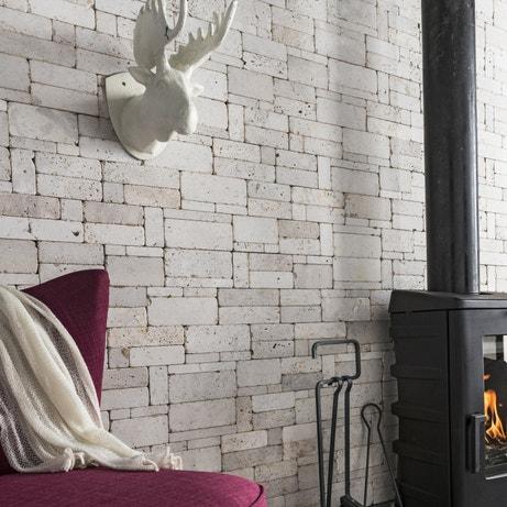Habillez les murs du salon avec ces plaquettes parement en pierres naturelles