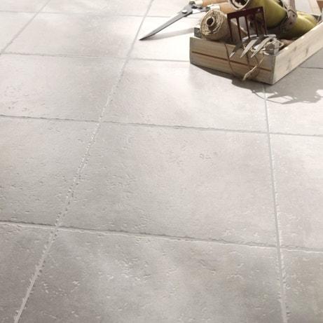 Un carrelage de sol pour extérieur gris clair