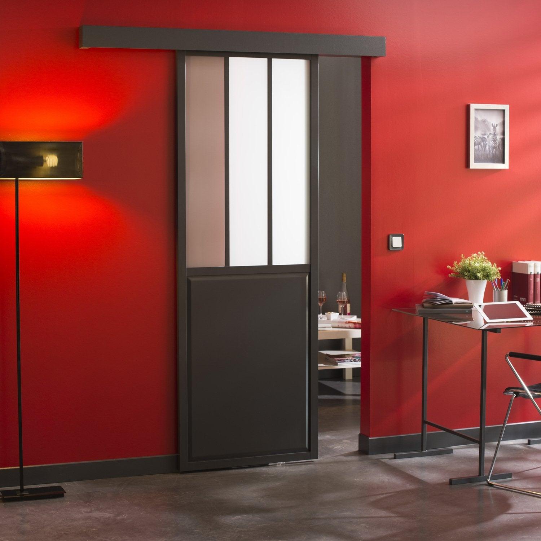Une porte verri re coulissante noire de style loft leroy - Porte verriere leroy merlin ...