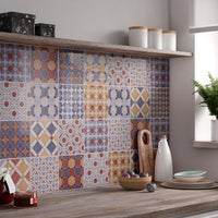 Patchwork de carreaux de ciment pour la cr dence leroy for Patchwork carreaux de ciment