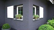 Noir sur briques