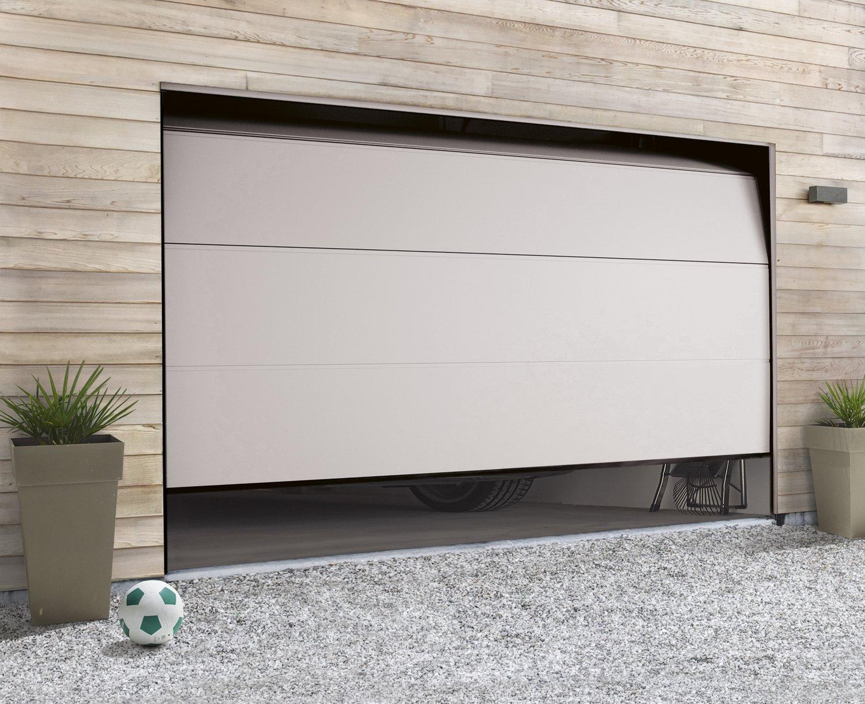 Une porte de garage sectionnelle au design contemporain for Monter une porte de garage sectionnelle leroy merlin