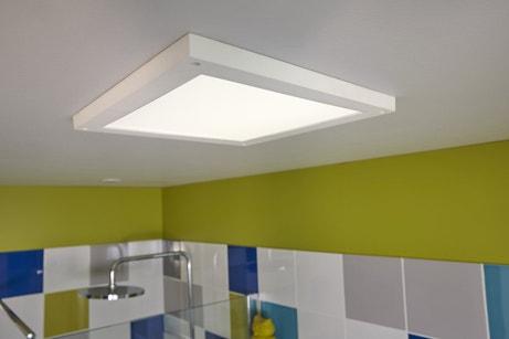 Eclairage blanc dans la salle de bain