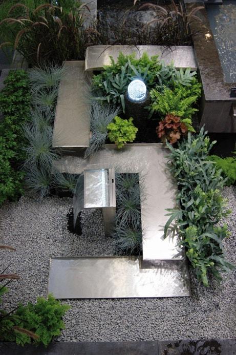 Une fontaine design en métal
