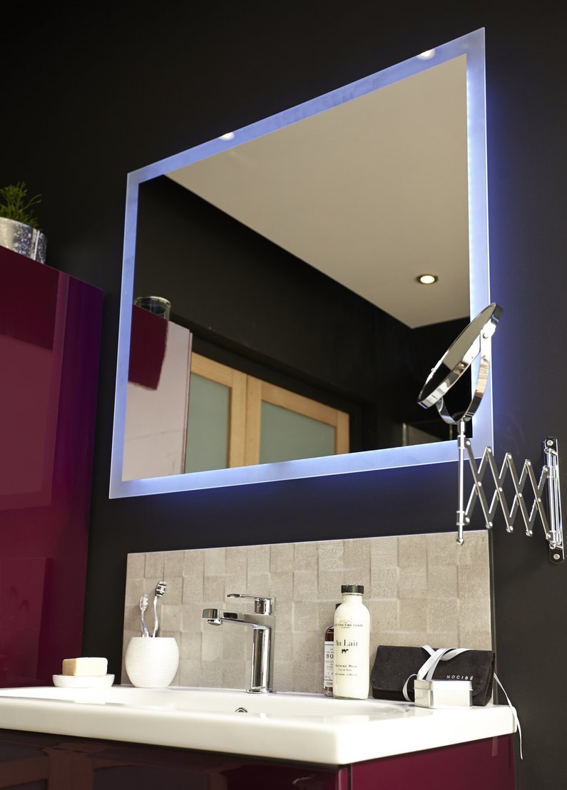 Miroir de salle de bains lumineux leroy merlin for Miroirs salle de bain lumineux