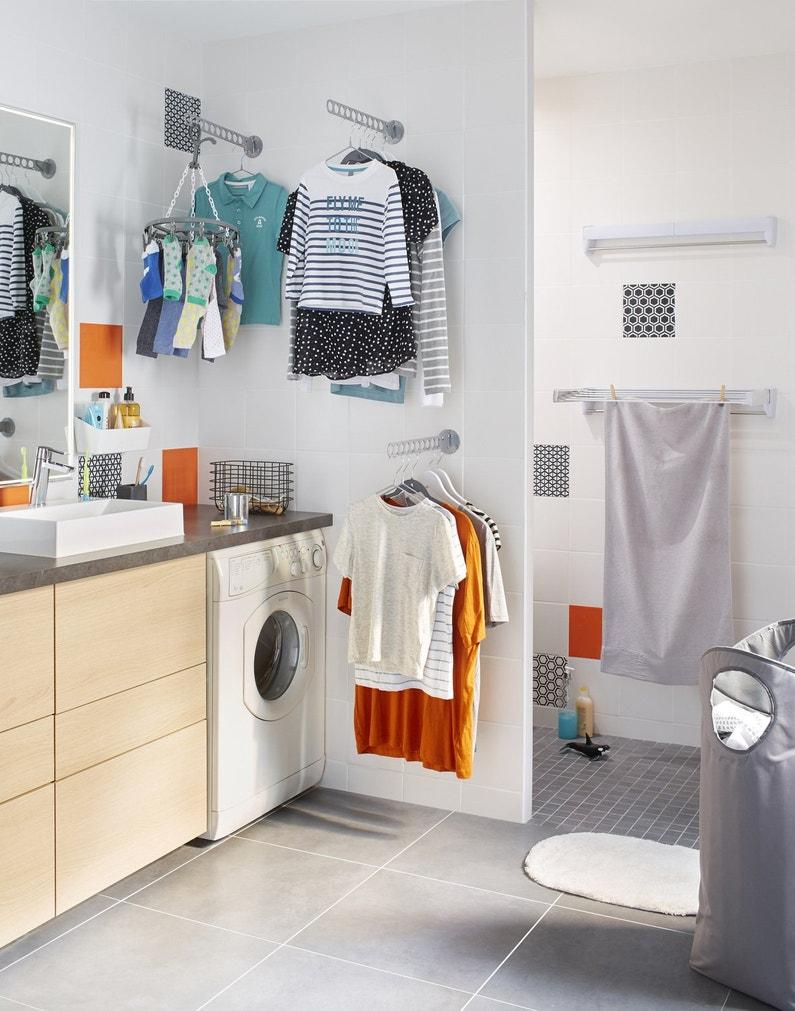 on tend le linge dans la salle de bains leroy merlin. Black Bedroom Furniture Sets. Home Design Ideas