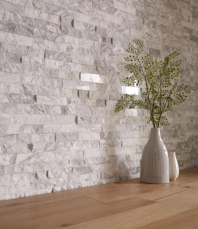 Habiller Un Poteau Interieur les plaquettes de parement embellissent les murs du salon