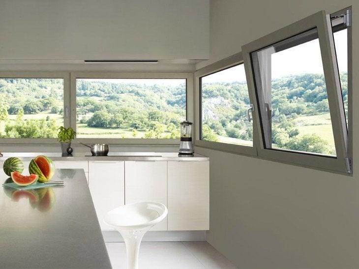 Les fenêtres en aluminium sur-mesure se déclinent selon vos envies : formes, couleurs, ouverture oscillo-battante. Ceci afin de répondre au besoin de chaque pièce et créer l'esthétique souhaitée pour votre habitat.