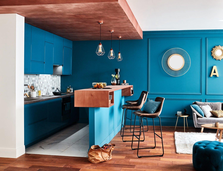 Cuisine bleu paon ouverte sur le salon | Leroy Merlin
