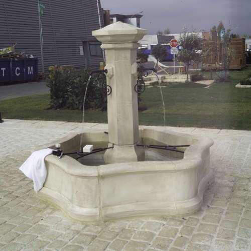 Fontaine de jardin en pierre reconstituée pierre vieillie Village gm