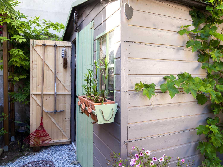 Sur Quoi Poser Un Abri De Jardin installer un abri de jardin | leroy merlin