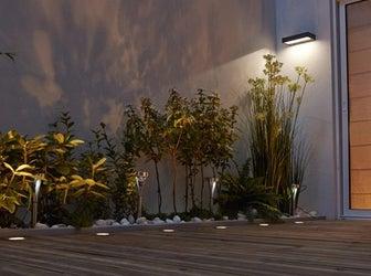 Tout savoir sur l 39 clairage ext rieur leroy merlin for Luminaire exterieur pour terrasse