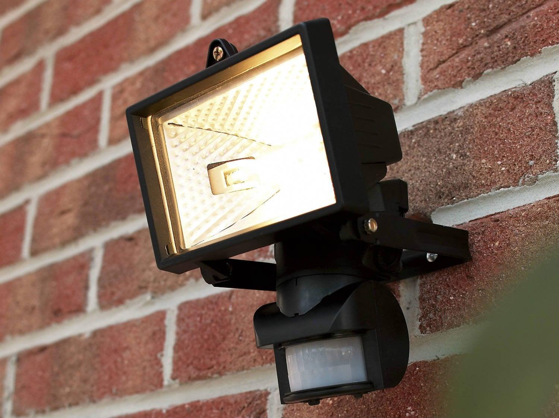 Comment brancher un projecteur avec un détecteur de mouvements ?