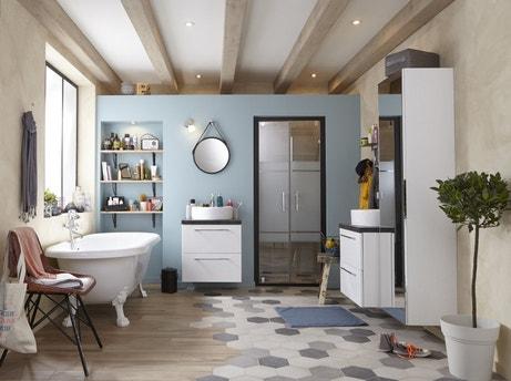 Une salle de bains qui occupe tout l'espace