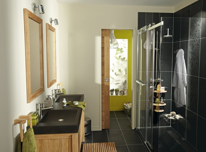une salle de bains noire design leroy merlin. Black Bedroom Furniture Sets. Home Design Ideas