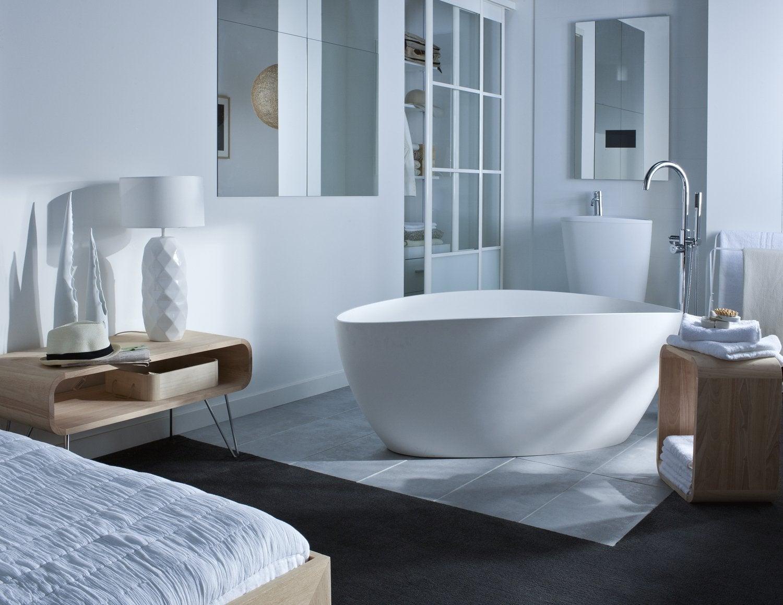 Une baignoire d\'angle dans une salle de bains zen | Leroy Merlin
