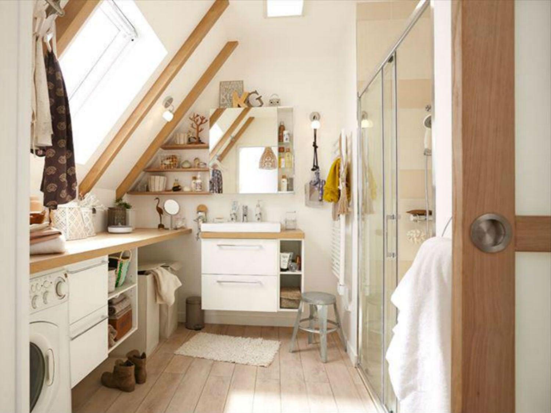 Une micro salle de bains dans moins de 3 m leroy merlin for Eclairage salle de bain sous pente