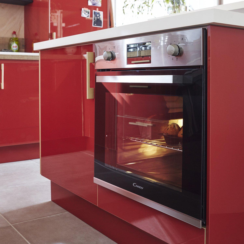 une cuisine rouge laqu leroy merlin. Black Bedroom Furniture Sets. Home Design Ideas
