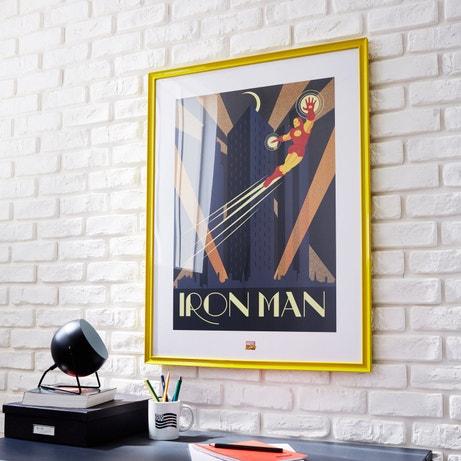Une affiche marvel sous cadre de couleur citron comme décoration