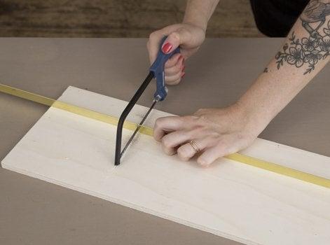 diy cr er une tag re en laiton et bois leroy merlin. Black Bedroom Furniture Sets. Home Design Ideas