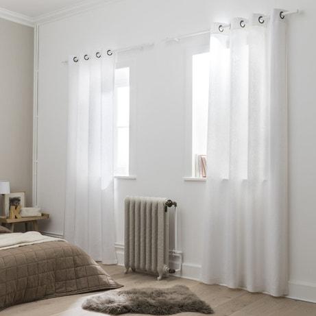 Des rideaux en lin pour habiller vos fenêtres de chambre