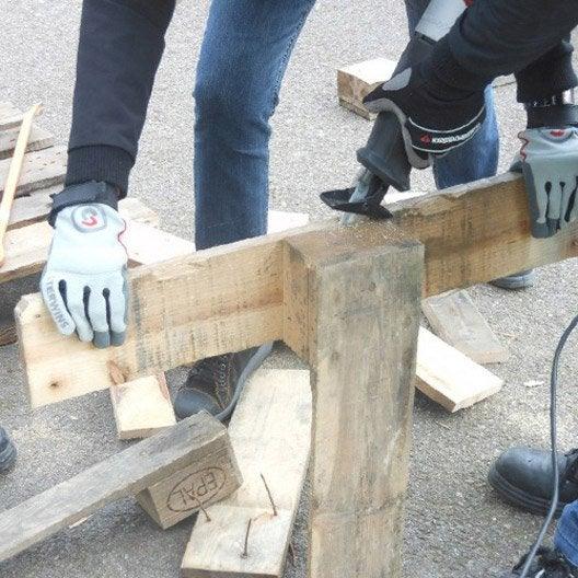 Atelier cr ation fabriquer une table basse en palettes for Fabriquer fenetre atelier bois