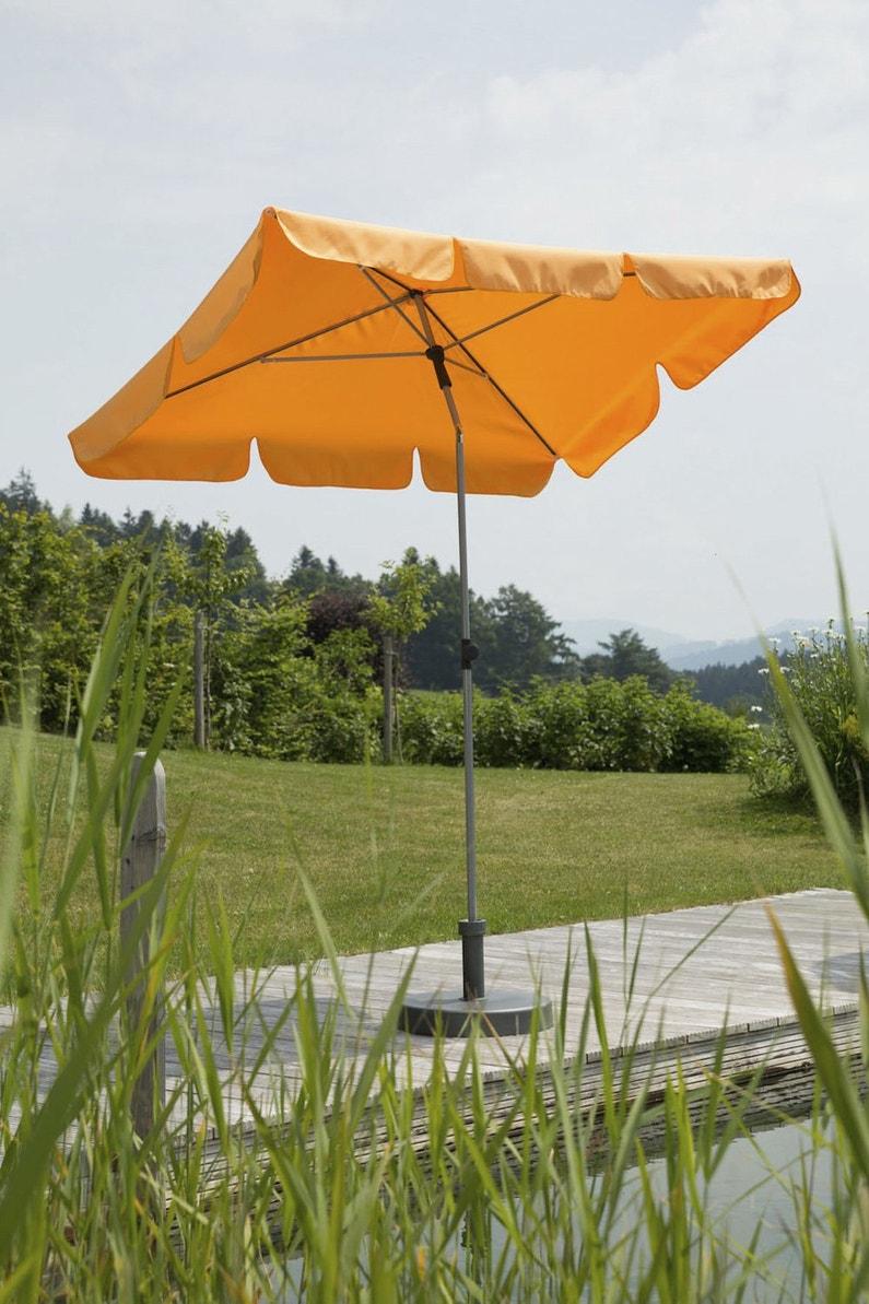 un parasol inclinable et orientable mandarine leroy merlin. Black Bedroom Furniture Sets. Home Design Ideas