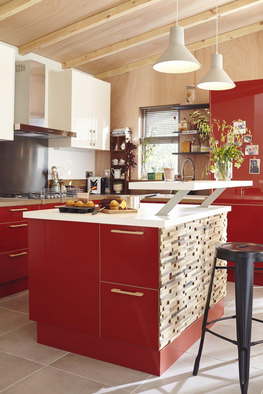 Une Cuisine Avec îlot Rouge Et Bois