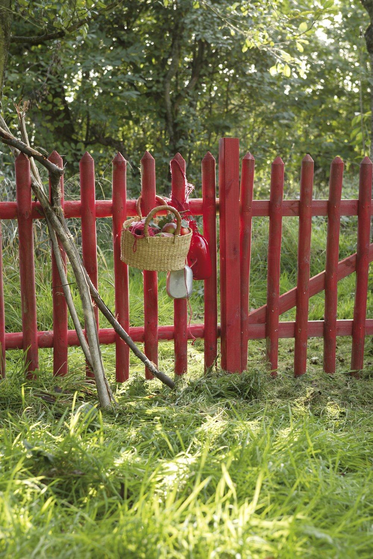 le charme de cette barri re rouge en bois leroy merlin. Black Bedroom Furniture Sets. Home Design Ideas