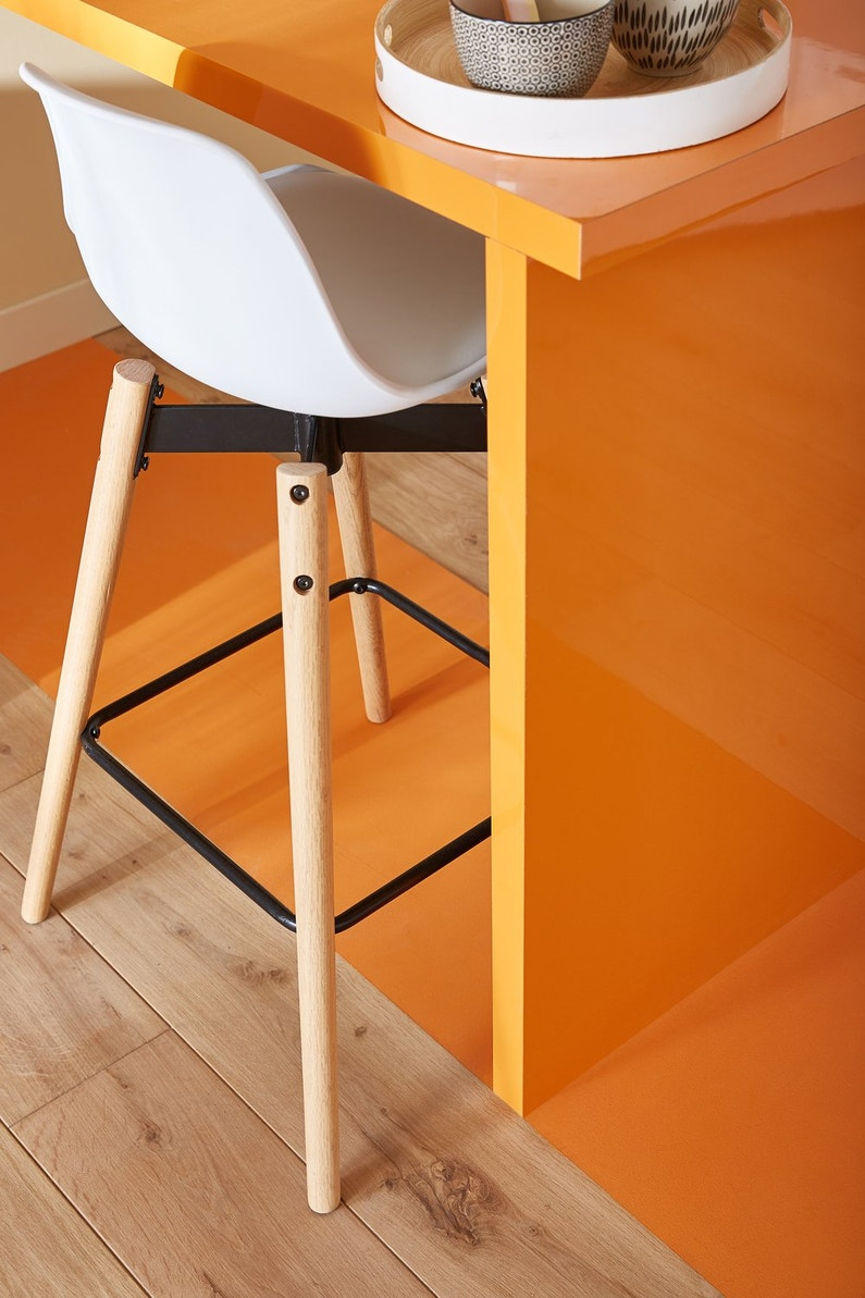 Le Parquet Brut Et La Couleur Orange Donne Le Ton Leroy