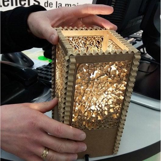 atelier cr ation fabriquer une lampe en carton recycl. Black Bedroom Furniture Sets. Home Design Ideas